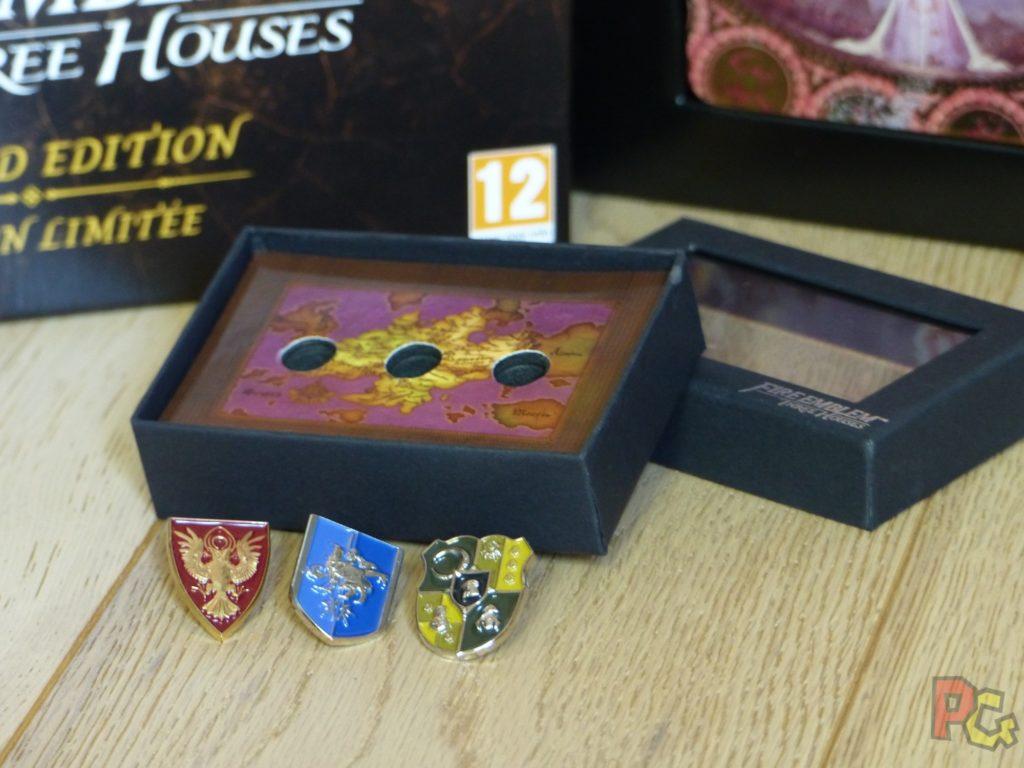 Unboxing Fire Emblem Three Houses - insignes et boîte